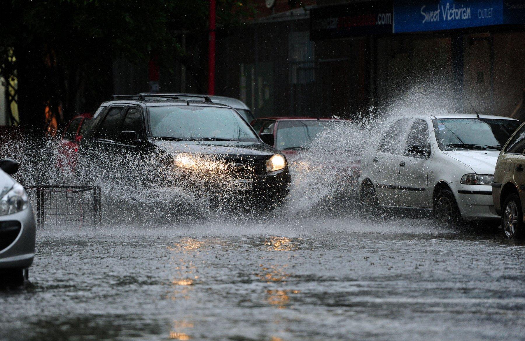 Управление автомобилем в дождь